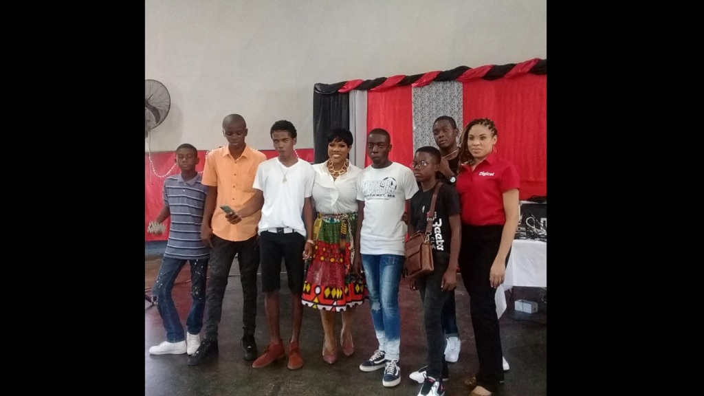 Khadine 'Miss Kitty' Hylton (fourth right) poses with Omar Lindo and his classmates on Tuesday. Sharing in the occasion is igicel brand marketing manager, Ayanna Kirton (right).