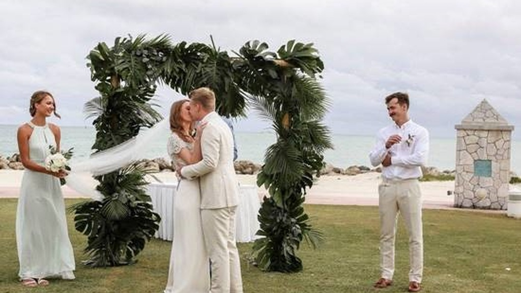 Fay Rickhuss and Thomas Doyle from England were married in a beautiful ceremony at the Grand Lucayan Lighthouse Pointe Gazebo on November 9.