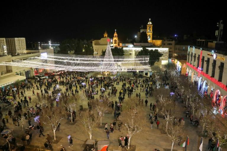 La place de la Mangeoire, devant la basilique de la Nativité en second plan, à Bethléem, en Cisjordanie occupée, le 24 décembre 2019