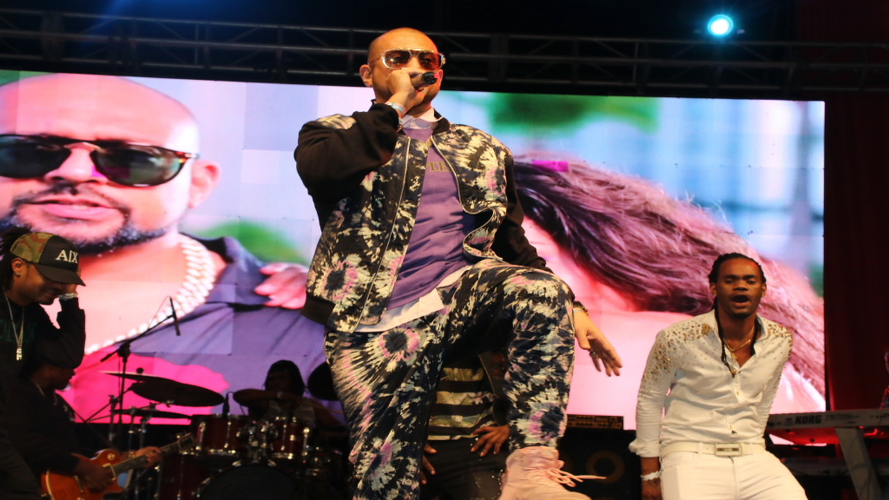 Sean Paul performing at the Portmore Music Fest at the UDC Car Park in Portmore, St Catherine on Saturday.