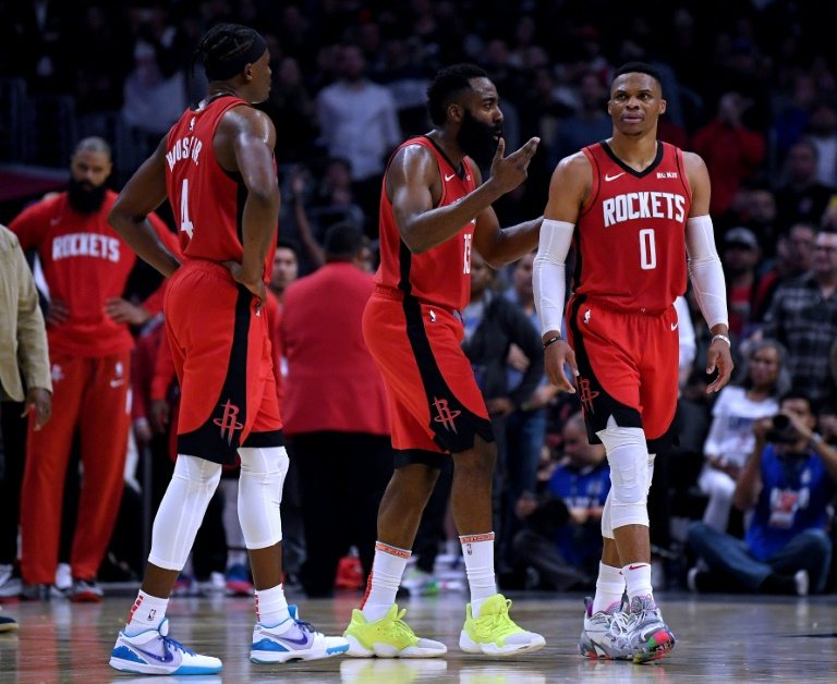 James Harden (c) et Russell Westbrook (d) des Houston Rockets face aux Los Angeles Clippers, en NBA au Staples Center, le 19 décembre 2019