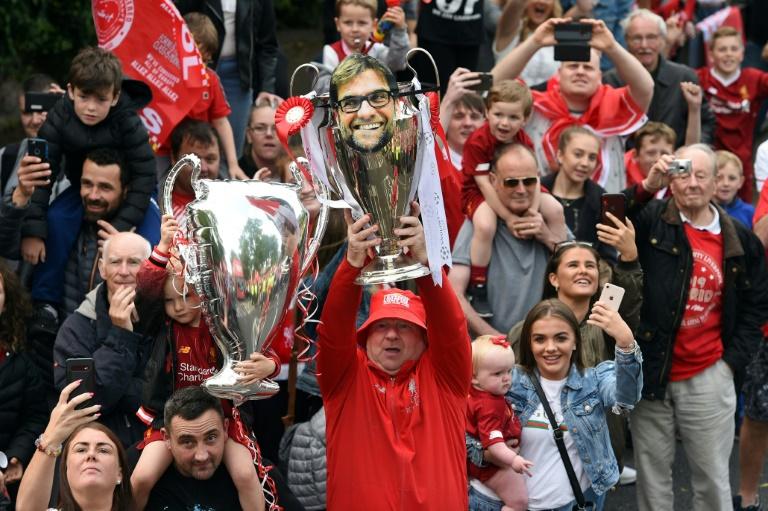 Les fans de Liverpool rendent hommage à Jürgen Klopp pour son rôle dans la conquête de la C1, le 2 juin 2019 lors d'une parade festive dans les rues de Liverpool. AFP/Archives / Oli SCARFF
