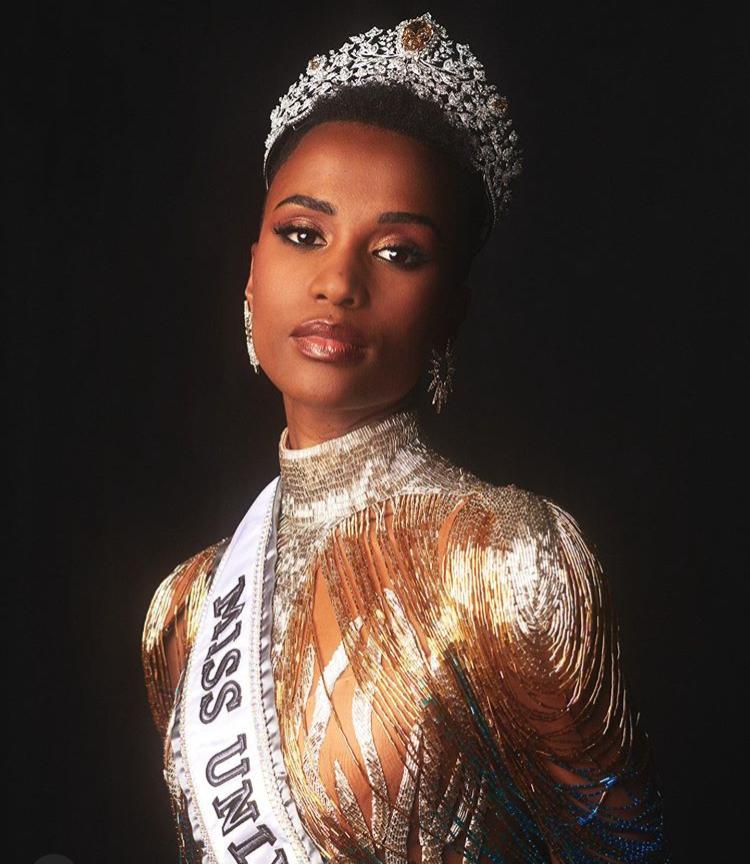 Zozibini Tunzi Miss Univers 2019.