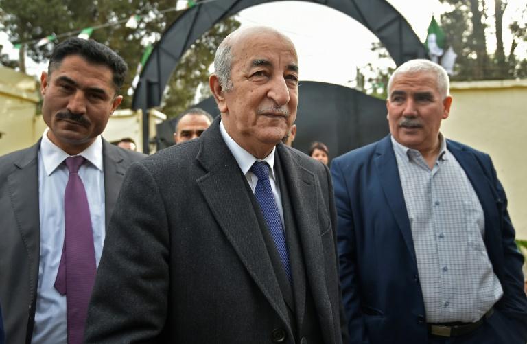 Abdelmadjid Tebboune, un ex-fidèle du président déchu Abdelaziz Bouteflika, élu chef de l'Etat en Algérie, le 12 décembre 2019 sur son trajet vers le bureau de vote
