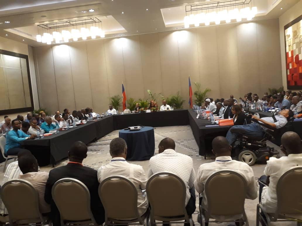 Les représentants des différentes structures de l'opposition, lors de la signature de l'accord de Marriott.