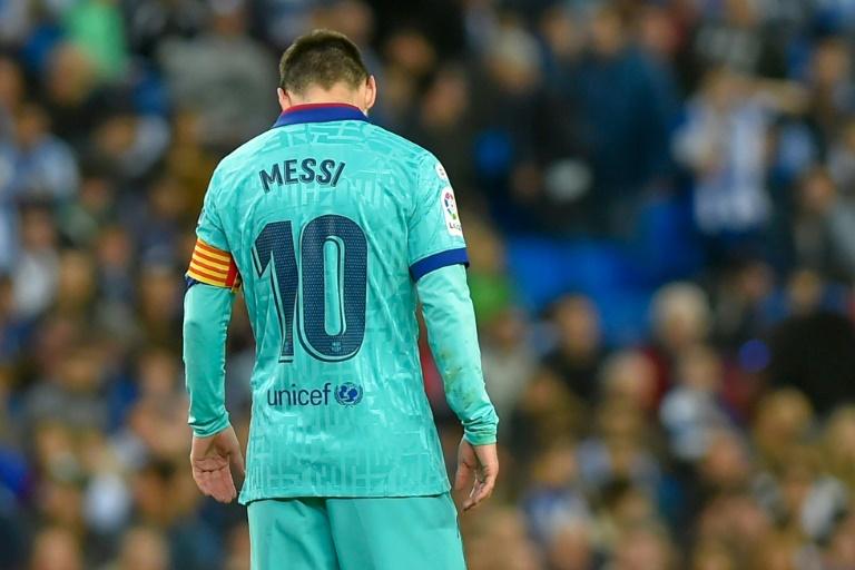 La star du Barça Lionel Messi tête basse sur le terrain de la Real Sociedad, le 14 décembre 2019 à Saint-Sébastien