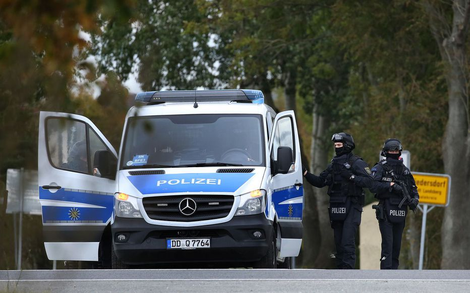 Les policiers ont découvert l'adolescent caché dans un placard. AFP