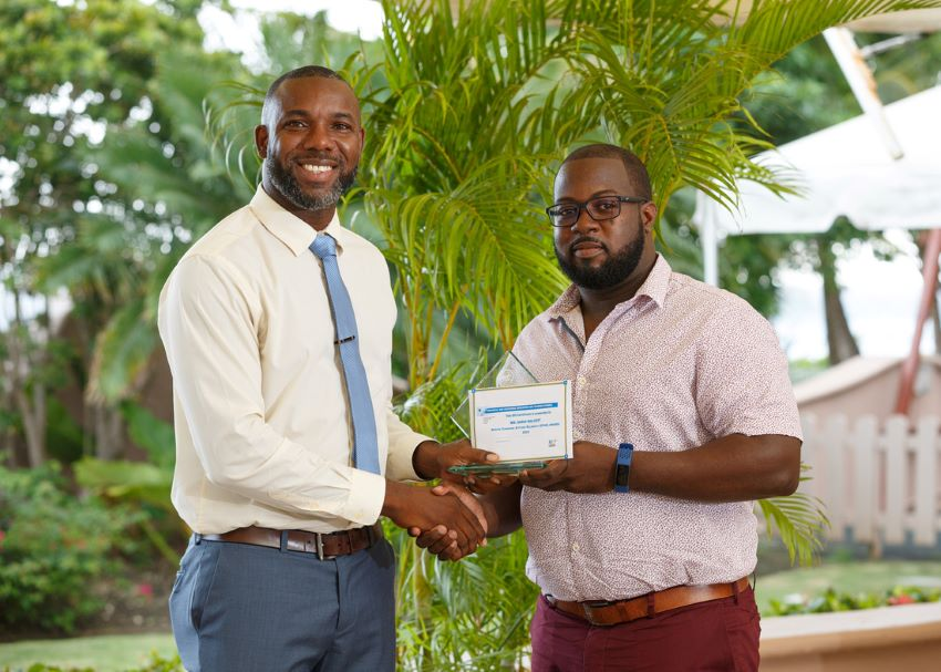Parliamentary Secretary in the Ministry of Education, Dr. Romel Springer presenting the STAR award to Technical Officer of the TVET Council, Dario Walcott. (Photo: TVET Council)