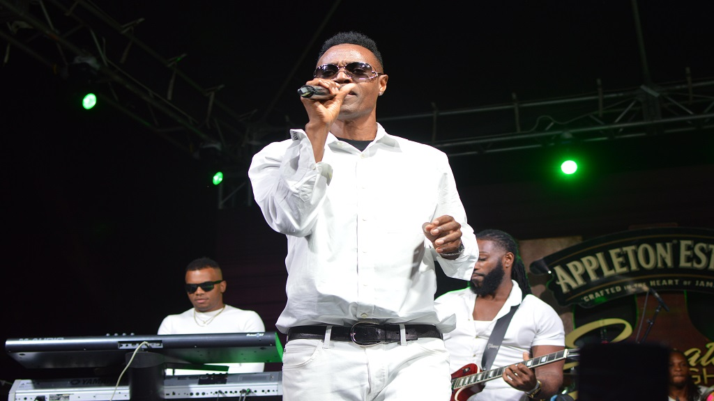 Wayne Wonder performing at Appleton Estate Signature Nights last Thursday. (Photo: contributed)