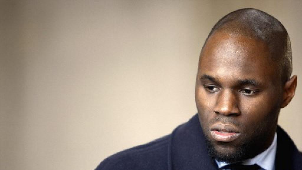 Kémi Séba, le 19 février 2008 au tribunal correctionnel de Paris. Il avait été jugé pour avoir maintenu durant plusieurs mois l'existence de la Tribu Ka, un groupuscule noir ultra-radical et antisémite pourtant dissout en juillet 2006. © AFP PHOTO FRANCK FIFE FRANCK FIFE / AFP