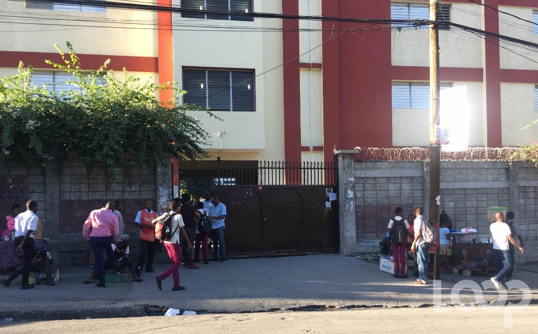 Entrée principale du Collège Canado-Haïtien lundi 6 janvier 2020. Crédit photo: Websder Corneille