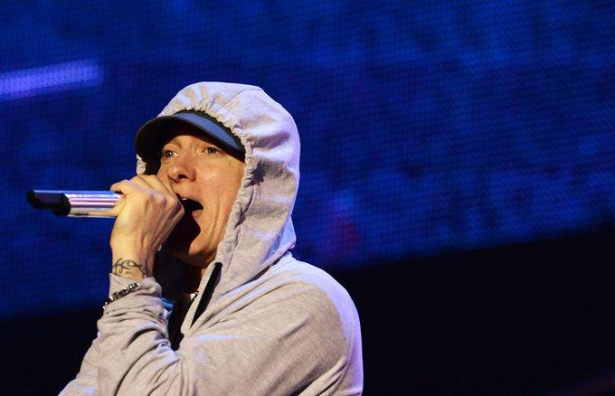 Eminem surprend ses fans avec un nouvel album