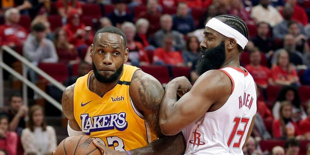 Les Lakers et LeBron James ont repris en patrons le chemin de la victoire sur le parquet de Houston. Photo : AFP