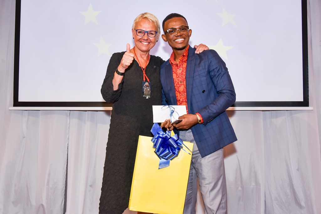 Deron Douglas (right) receives award for winning the 2019 EU Short Film Competition from Malgorzata Wasilewska, EU Ambassador to Jamaica at an awards ceremony at the Institute of Jamaica.