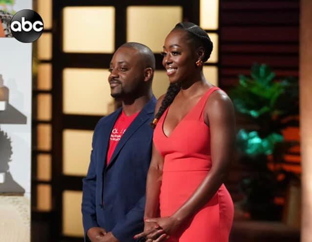 (En avant-plan): Yve-Car Momperousse -parée de sa robe rouge- et Stéphane Jean-Baptiste, cofondateur de Kreyòl Essence, une marque haïtienne de produits de beauté./Photo: Abc.