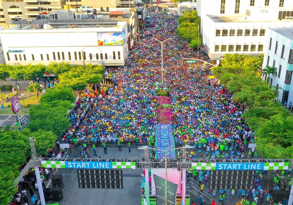 Thousands gather at the start line in New Kingston for Sagicor Sigma Corporate Run 2019.