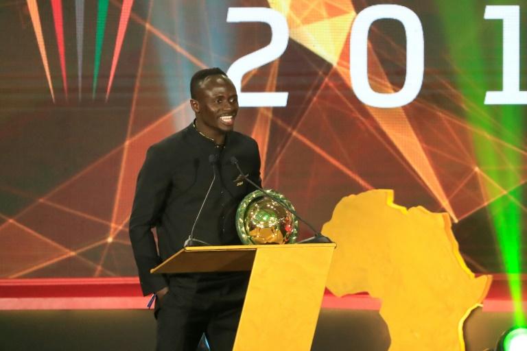 Sadio Mané s'exprimant devant l'assemblée après avoir été désigné Ballon d'Or africain de 2019 dans la cité balnéaire de Hurghada, en Egypte, le 7 janvier 2020