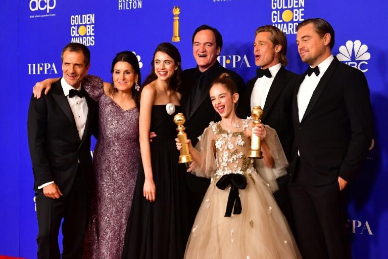 """L'équipe du film """"Once Upon a Time... in Hollywood"""" réunie autour du réalisateur Quentin Tarantino (c), le 5 janvier 2020 à Beverly Hills"""