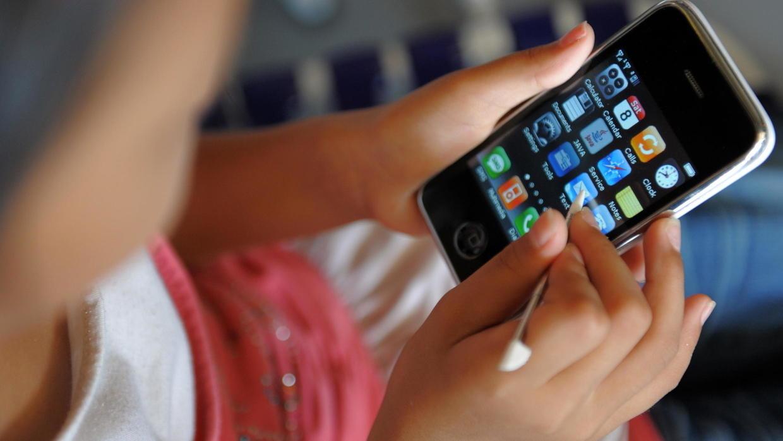 Les enfants exposés aux écrans (télévision, console de jeux, tablette, smartphone, ordinateur) le matin avant l'école ont trois fois plus de risque d'avoir des troubles du langage. Photo : AFP