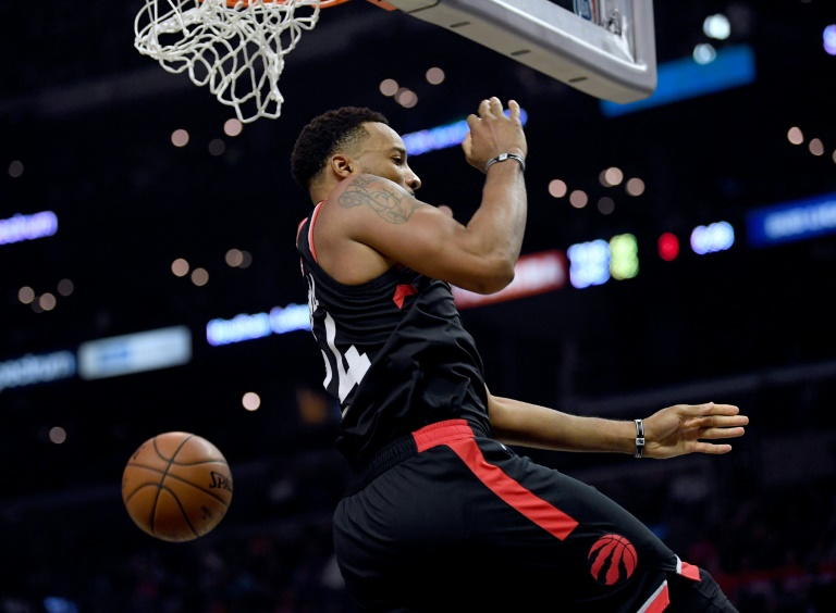 Norman Powell des Toronto Raptors claque un dunk face aux Los Angeles Clippers, en NBA au Staples Center, le 11 novembre 2019