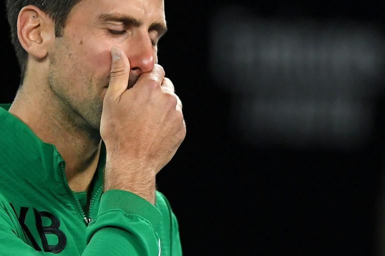 Novak Djokovic, en pleurs, a rendu hommage à Kobe Bryant, décédé dans un accident d'hélicoptère, à l'issue de son quart de finale de l'Open d'Australie gagné contre le Canadien Milos Raonic, à Melbourne, le 28 janvier 2020