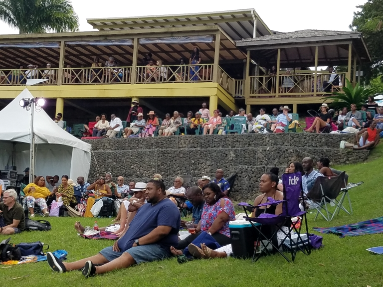 The crowd in the hills at Naniki