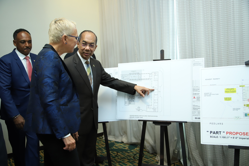 Minister of National Security,Dr Horace Chang, EU Ambassador to Jamaica, Malgorzata Wasilewska (centre) and Managing Director of JSIF, Omar Sweeney take a closer look at the unveiled site plans.