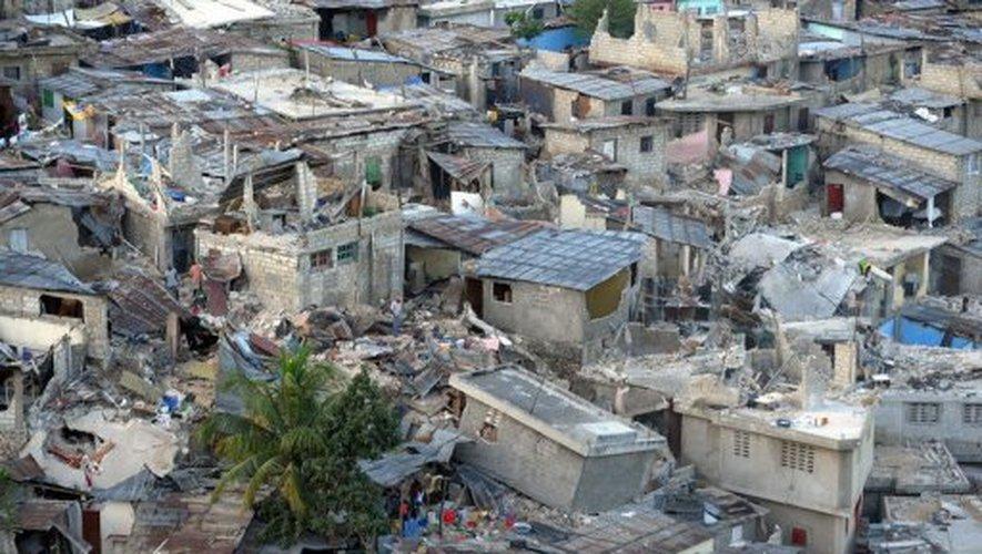 Quartier pauvre en ruine à Port-au-Prince, le 19 janvier 2010, une semaine après le tremblement de terre Jewel Samad AFP/Archives