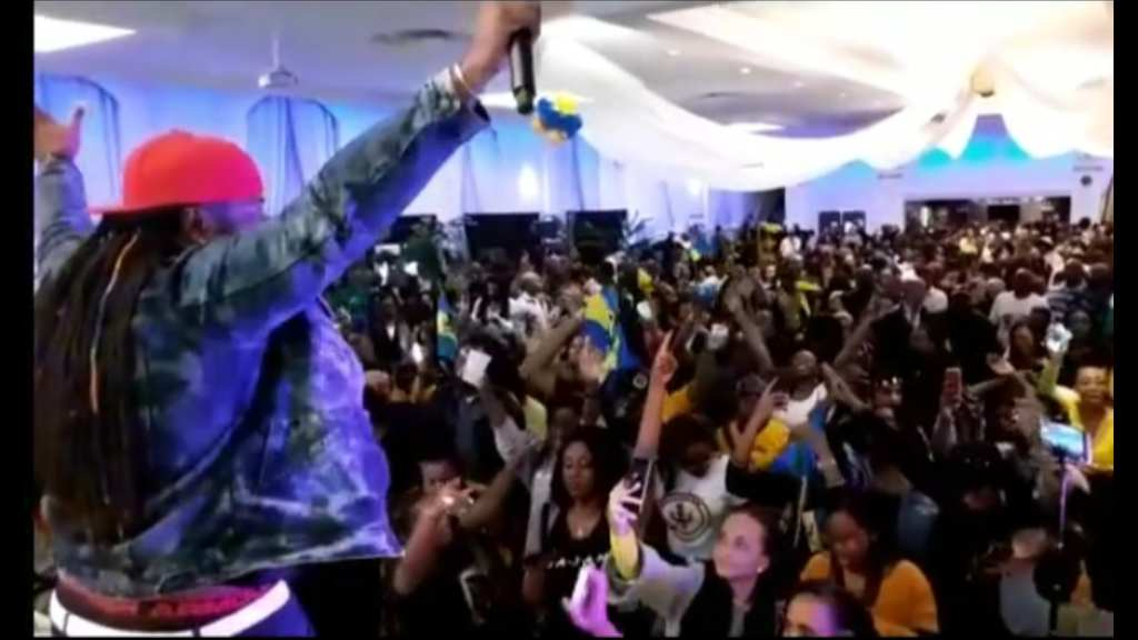 Mikey Entertains Patrons of Fuh De Luv Uh Bim in Toronto Canada