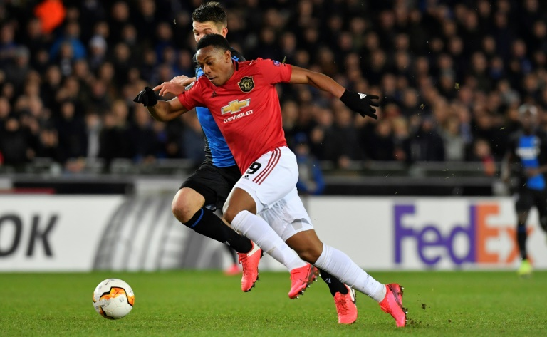 L'attaquant de Manchester United Anthony Martial marqué par le défenseur de Bruges Brandon Mechele en Ligue Europa, le 20 février 2020 à Bruges