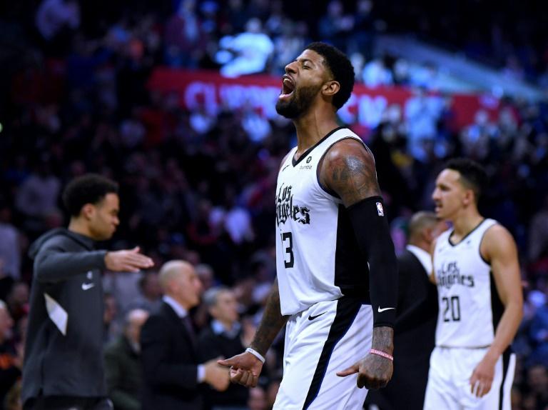 Paul George des Los Angeles Clippers exulte après avoir réussi un panier à 3 pts contre les Houston Rockets au Staples Center, le 19 décembre 2020