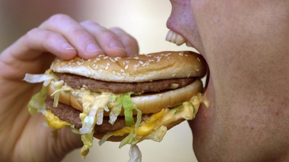 Contre l'obésité, la Banque mondiale recommande de taxer certains aliments. Photo: AFP