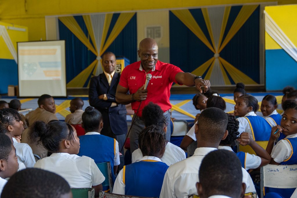 Public Relations and Communications Manager for Digicel, Elon Parkinson, engages students of Tarrant High School during a lively discussion on online safety on Safer Internet Day 2019 in the presence of the school's principal, Paul Hall. This year, Digicel has expanded the activity to reach hundreds of students in 34 schools across the country.
