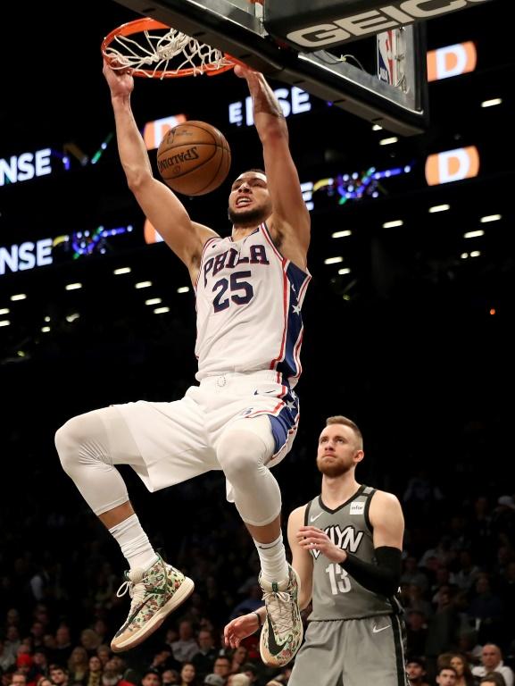 L'Australien Ben Simmons des Philadelphia 76ers claque un dunk face aux Brooklyn Nets, en NBA, le 20 janvier 2020 à New York