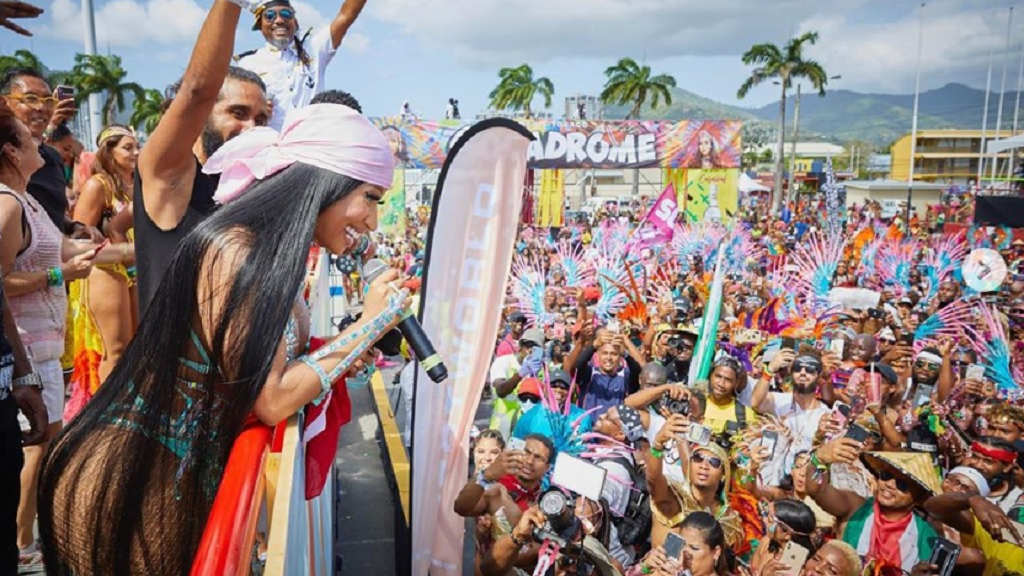 Nicki Minaj shows off curves in revealing carnival outfit