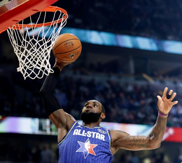 LeBron James au dunk lors du 69e All Star Game, le 16 février 2020 à Chicago