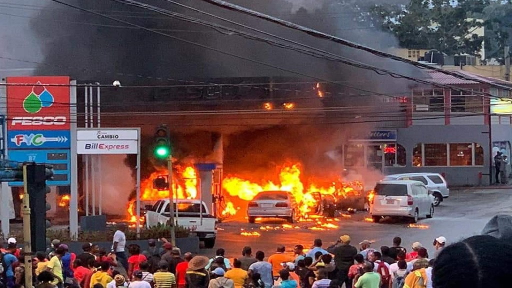 File photo of Friday afternoon's dramatic fire at a service station in Mandeville, Manchester.