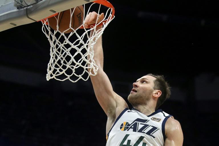 Bojan Bogdanovic d'Utah Jazz claque un dunk face aux New Orleans Pelicans, en NBA, le 16 janvier 2020 à La Nouvelle-Orléans