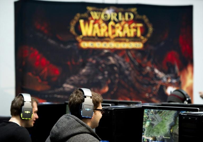 Des joueurs au salon de la high tech CeBIT, à Hanovre, en Allemagne, jouent à World of Warcraft, le 3 mars 2011. AFP/Archives / JOHANNES EISELE