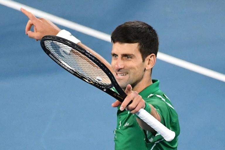 La joie du Serbe Novak Djokovic après sa victoire face à l'Autrichien Dominique Thiem en finale de l'Open d'Australie, le 2 février 2020 à Melbourne