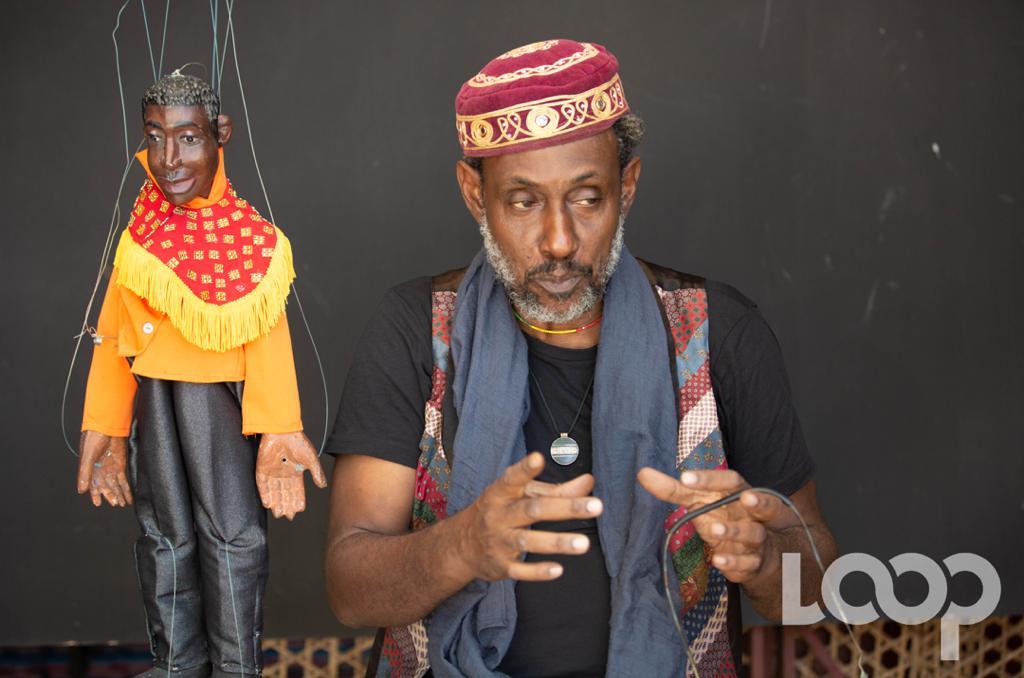Ernst St-Rome, marionnettiste haïtien fondateur de l'atelier la Cie Au Fil du Temps Crédit Photo : Eberline Nicolas