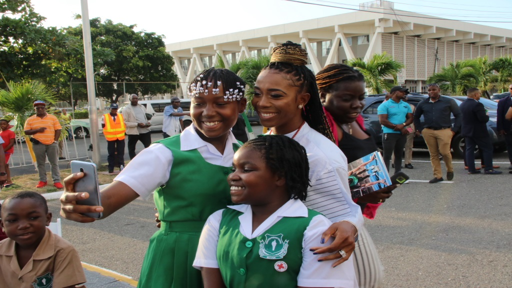Shelly-Ann Fraser-Pryce (centre) shares a selfie with two students at the unveiling of the statue of outstanding Olympian Asafa Powell at Statue Park at Independence Park at the National Stadium in Kingston on Sunday, September 9, 2020. (PHOTO: Llewelyn Wynter).