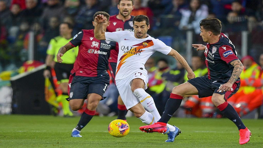 Roma's Henrikh Mkhitaryan, centre, goes for the ball during the Serie A football match against Cagliari, at the Sardegna Arena stadium in Cagliari, Italy, Sunday, March 1, 2020. (Fabio Rossi/LaPresse via AP).