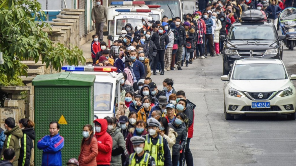 People line up to buy face masks from a medical supply company in Nanning in southern China's Guangxi Zhuang Autonomous Region, Wednesday, Jan. 29, 2020. (Chinatopix via AP)