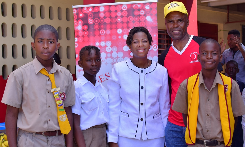 . From left are Omari Wilson, deputy head boy, Collesha Nelson, Sangieanna Prince, principal of Seaview Gardens Primary, Dennis Beckford, Desnoes and Geddes (D&G) Foundation member and Rajay McKenzie, head boy of Seaview Gardens Primary School.