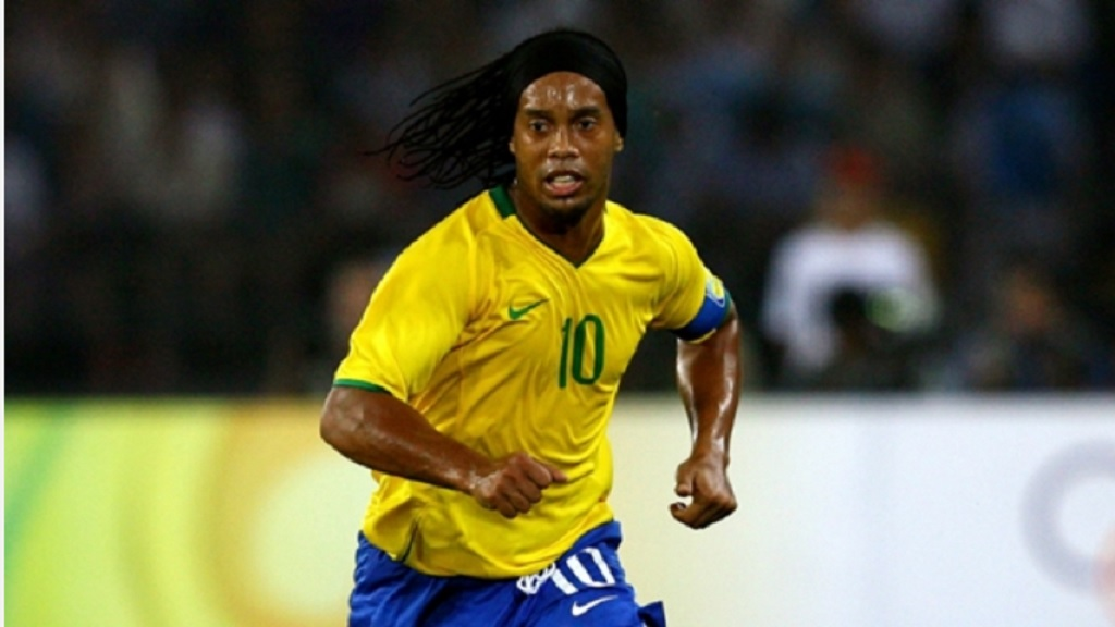 Ronaldinho wore the number 10 shirt with distinction.