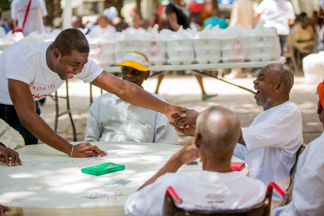 Journée de volontariat organisée par la Fondation Digicel en Mai 2013, à l'asile communale de Port-au-Prince. Crédit photo: Fondation Digicel