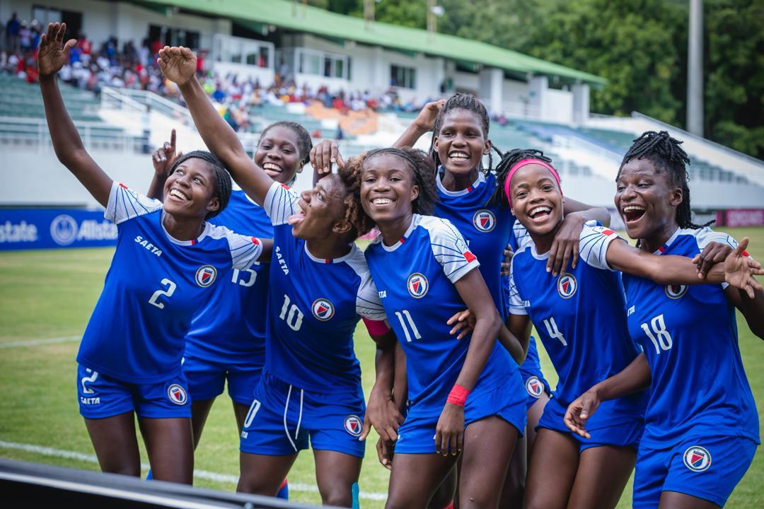 La sélection haïtienne célèbre un but contre Barbade. Photo: FHF
