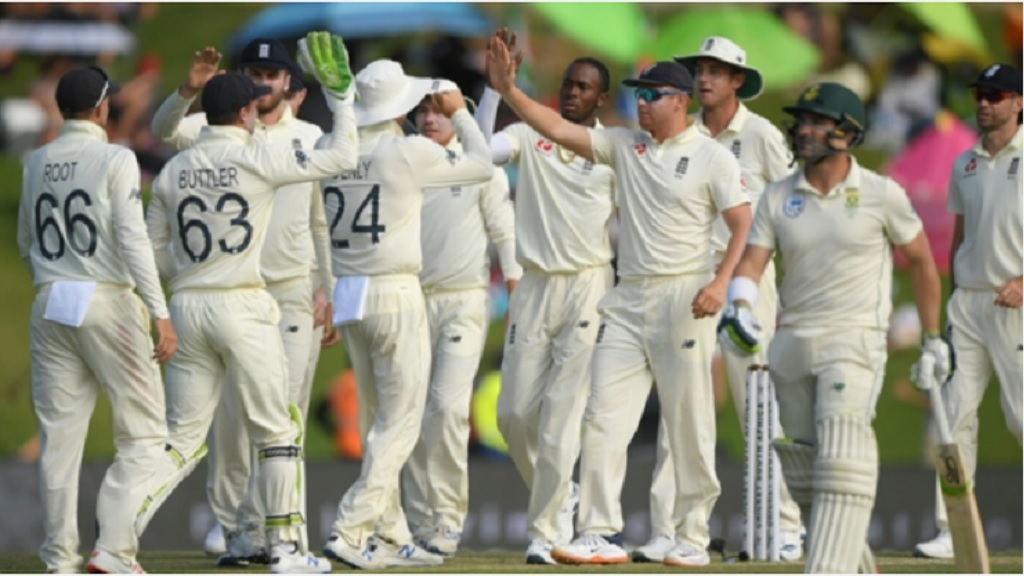 England players celebrate an Australian wicket.