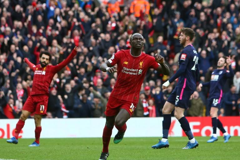 L'attaquant sénégalais de Liverpool Sadio Mané célèbre le but décisif qu'il vient d'inscrire pour les Reds, vainqueurs 2-1 de Bournemouth le 7 mars 2020 à Anfield